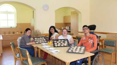 Kinder der Gustav Meyer Schule backen Brot